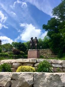 Huck & Tom statue (who's who??)